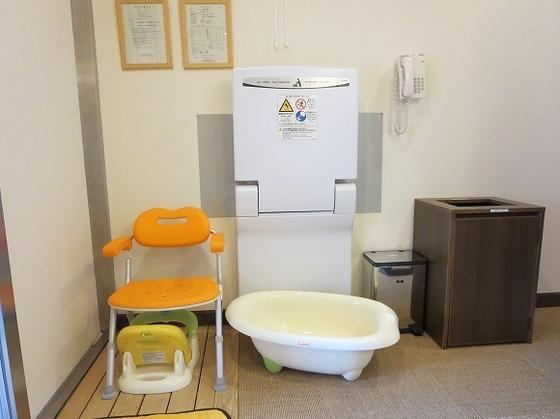 家族風呂にはベビーバス・ベビーチェア・おむつ交換台も完備