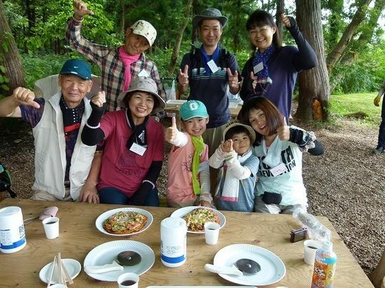 大人気プログラム「森のピザづくり」