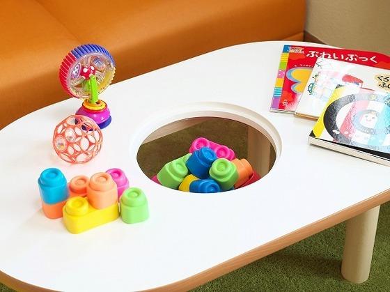 おもちゃも収納できるローテーブル