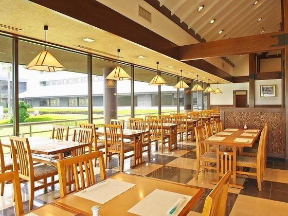 和食バイキング中心の1F日本料理「浜風」