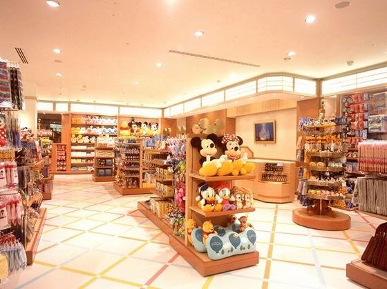 東京ディズニーリゾート(R)のキャラクターグッズやお土産を購入いただけます。