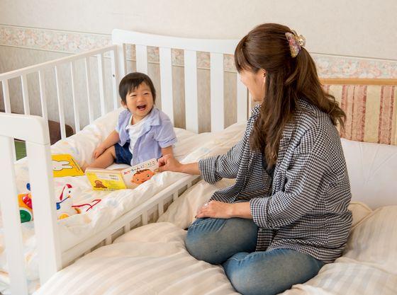 ママと添い寝できるベビーベッドを設置