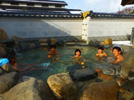 ホテルから車で10分日本有数のラドン温泉「快湯館」