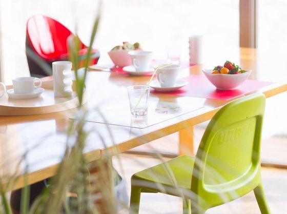 優しい光が差し込むレストラン。お子様と楽しいお食事を!