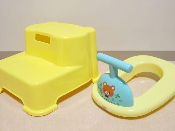 館内トイレに踏み台と補助便座を設置♪設置トイレはフロントまで