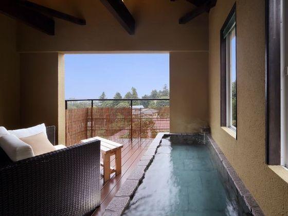 客室「つばき」の露天温泉
