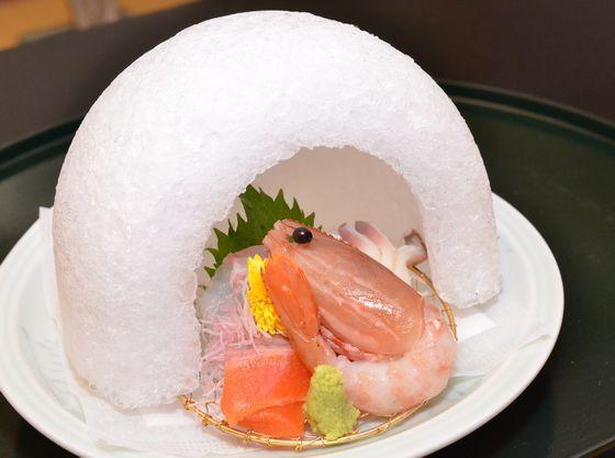 三陸から直送の旬の新鮮な魚介類をご提供。