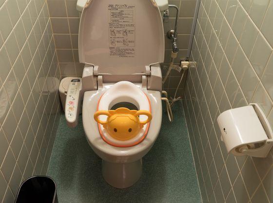 お子様用便座、洗面所踏み台等ご用意しております。
