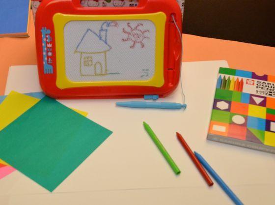 お絵書き道具や色紙もございます。