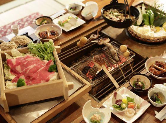 【囲炉裏料理】あたたかい囲炉裏を囲んで地元の食材を堪能♪