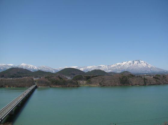 つなぎ大橋と岩手山