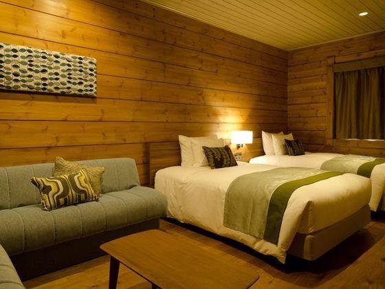 ベッドルームが3部屋。最大8名さままでご宿泊いただけます。