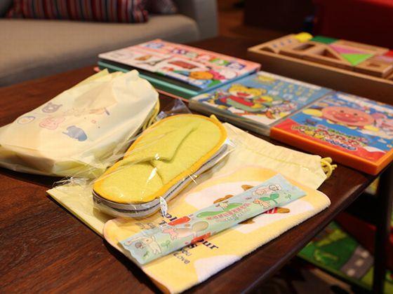 お子さま用アメニティー:スリッパ、ハンドタオル、歯ブラシ