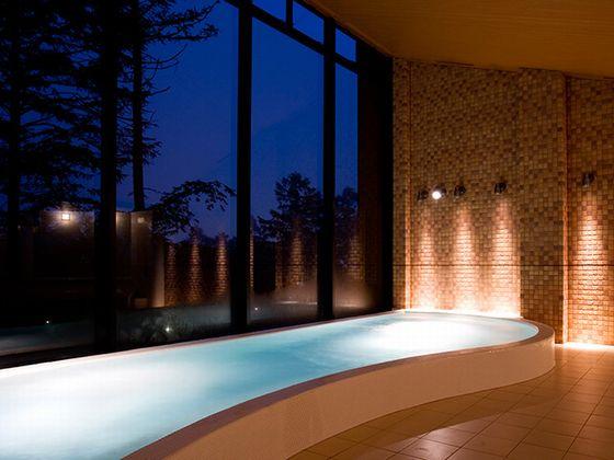 女性用の温浴施設は、内湯が2つと露天風呂が1つございます。