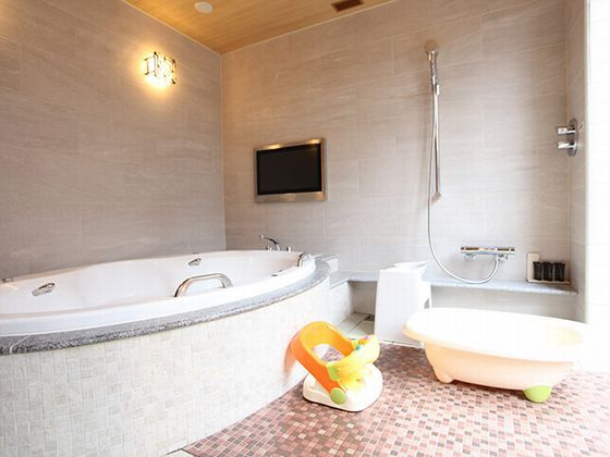 ゆったりとしたジャグジー付きのお風呂でゆっくりバスタイム。