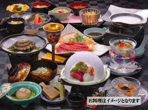 当館料理長おすすめ「美味厳選料理」でご夕食はお楽しみいただけます。