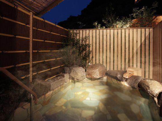 南部曲り家「貸切露天風呂」。有料45分間1500円