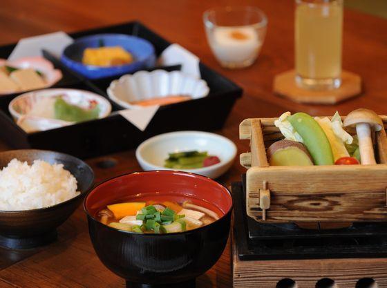 朝食は信州ごろごろ野菜のお味噌汁でほっこり♪