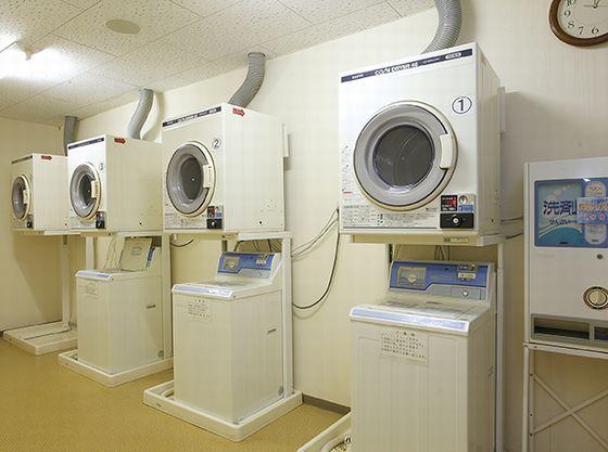 1階大浴場近くに洗濯機・乾燥機をご用意しております。