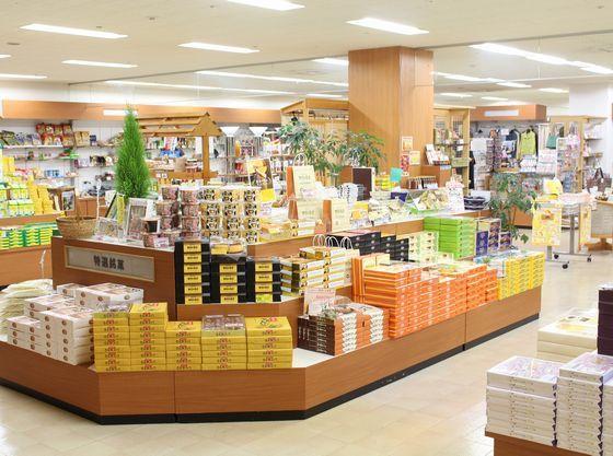 那須御用邸関係のお菓子をはじめ、豊富なお土産をご用意。