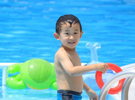 夏季営業の屋外プール。