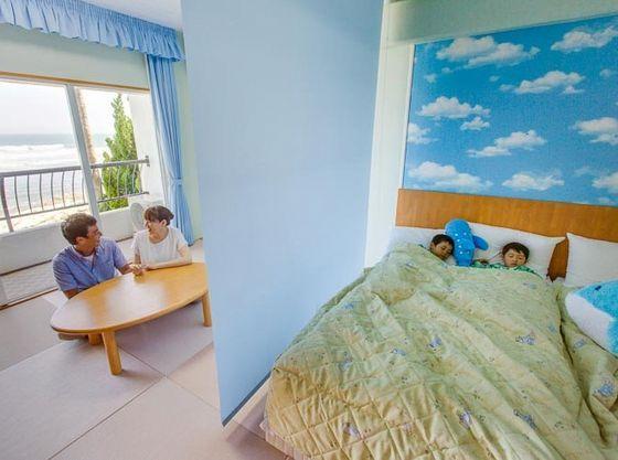畳スペースとベッドスペースは、ロールスクリーンで仕切れます。