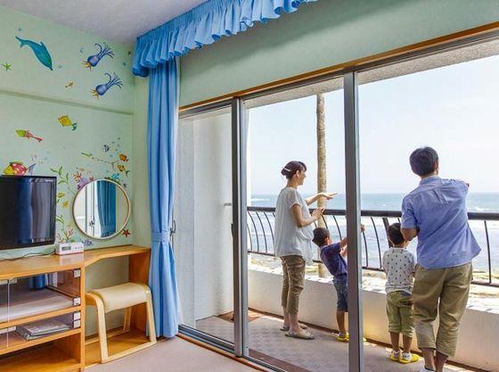 お部屋は全室オーシャンビュー!ゆったりと波の音を聞きながら癒されてください。
