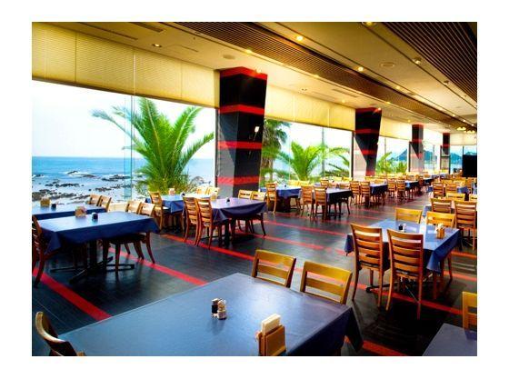 太平洋一望の絶景レストランで、種類豊富なバイキングをお楽しみください。