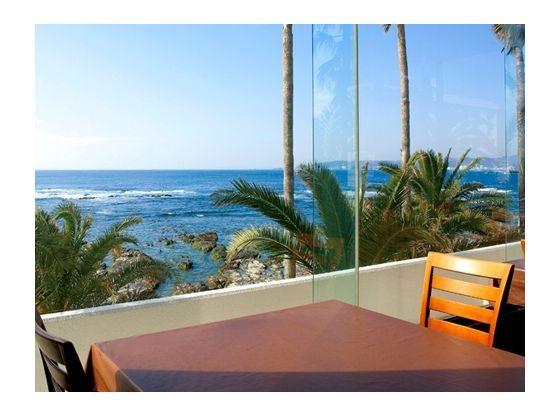 朝食も海を臨みながら。リゾート感たっぷり。