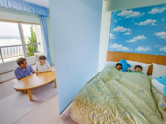 畳スペースとベッドスペースは、ロールスクリーンで仕切れるので、お子様が就寝されてからも、パパママの時間をゆっくりと過ごせます。