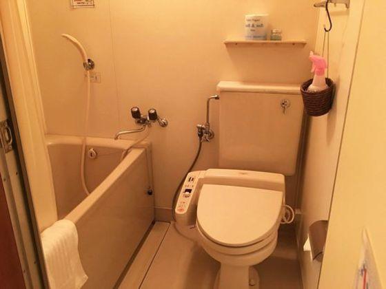 6階から4階のお部屋のトイレ+ユニットバスルーム