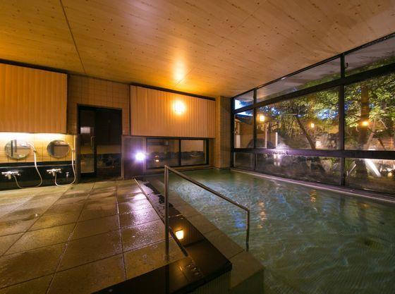 1F大浴場。温泉は弱アルカリ性のスベスベ肌の湯。保温効果が高い温泉です。