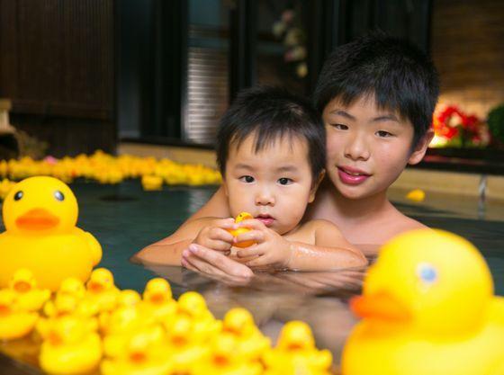 貸切露天風呂にアヒル200羽のオプションは宝生亭の大人気メニュー