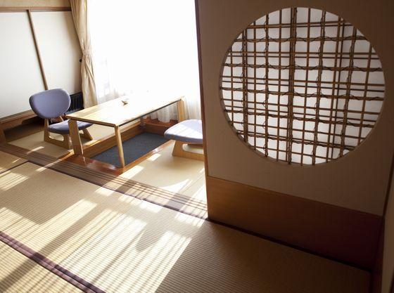 17.5畳、12.5畳の和室には広々とした縁側がございます