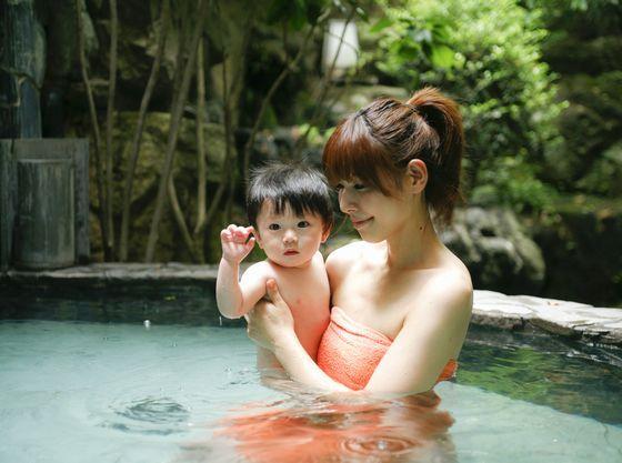 肌に優しい弱アルカリ性の温泉は赤ちゃんにも優しくスベスベ肌の温泉