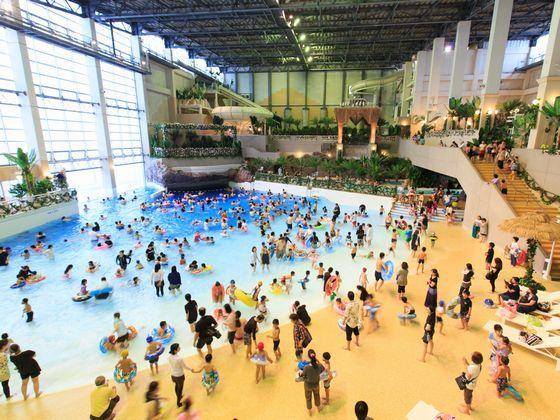 九州唯一波が出る屋内プール「アクアビート」(夏季営業、無料)