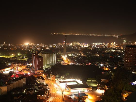別府市街地と別府湾を望む(夜)