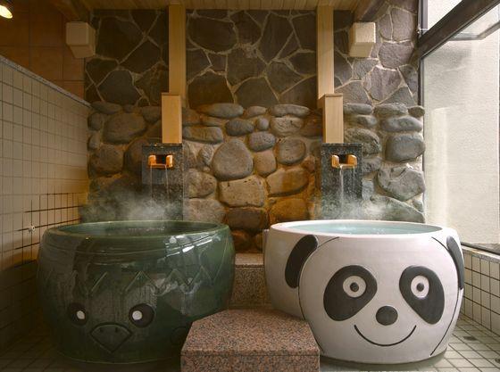 パンダと岩手遠野にちなんだカッパを模した陶器風呂等6趣の浴槽があります