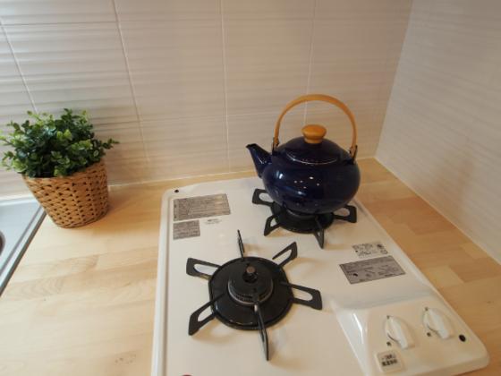 ガスコンロ2口のキッチンでしっかりした自炊にも対応可能