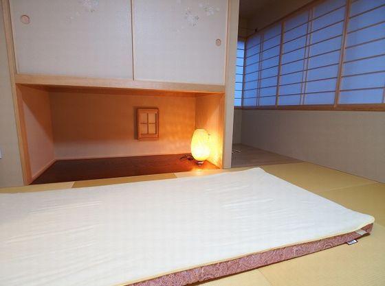 和室ではムアツ布団でぐっすり眠ろう。お子様用には防水シーツも