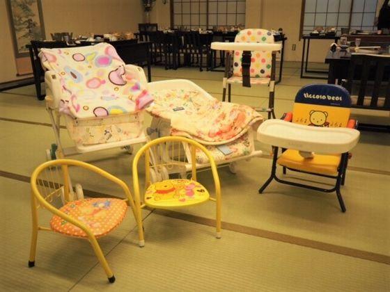 食事の時には、お子様の年齢に合わせた椅子をご用意。