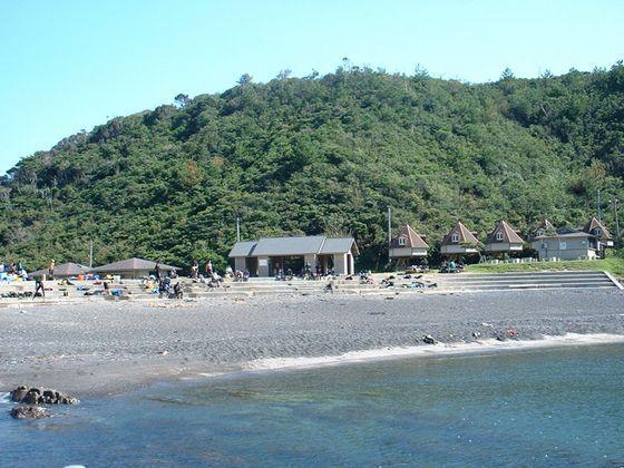 海まで車で15分。写真は、青海島の海水浴場で約25分。