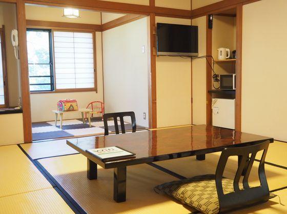 1階角部屋です。落ち着いた純和風の客室です。キッズスペースもあります。