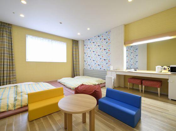 丸みのある家具を配置したアットホームなお部屋。思う存分、寛げます。