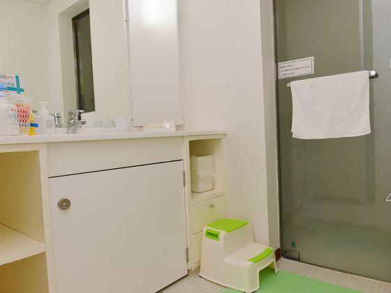 洗面所には踏み台をご用意。