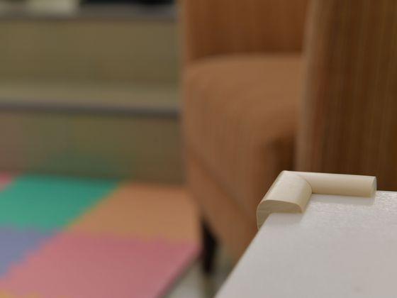 家具の角にはクッションカバーを設置しています。