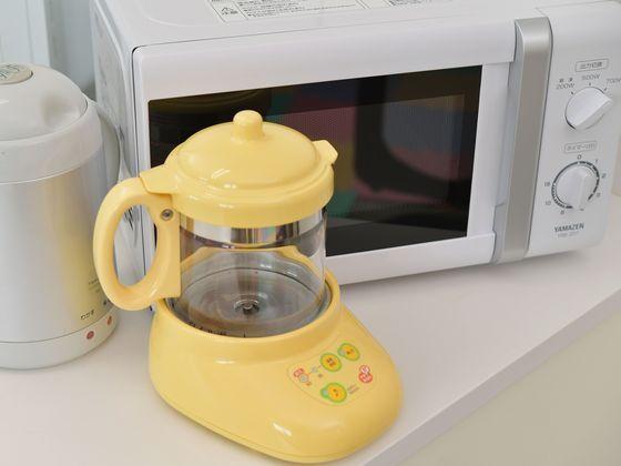 ボトルウォーマーや離乳食の温めに便利な電子レンジをご用意。
