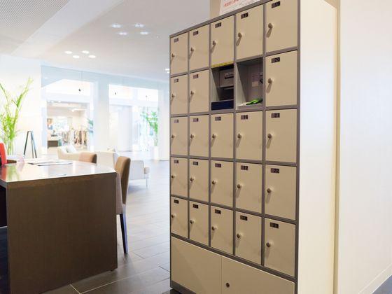 貴重品を預けられるセーフティBOX : 指紋認証