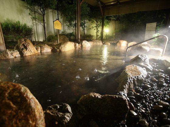 露天風呂の温泉で癒しの時間を
