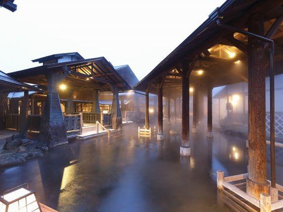 浴槽面積世界最大級の純和風の露天風呂「江戸情話 与市」